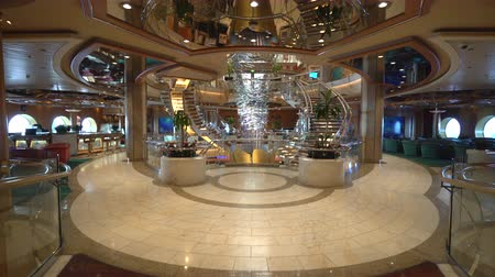 бортовой : Cruise ship luxury interior. Atrium hall and promenade - Royal Caribbean