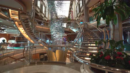 lobi : Cruise ship inside view. Shops and bars in the promenade - Royal Caribbean Stok Video