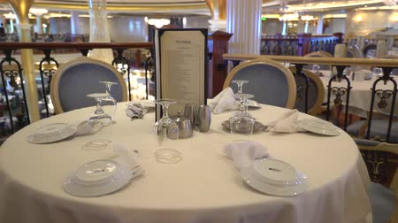 бортовой : Laid table in a luxury restaurant, Cruise ship inside - Royal Caribbean Стоковые видеозаписи