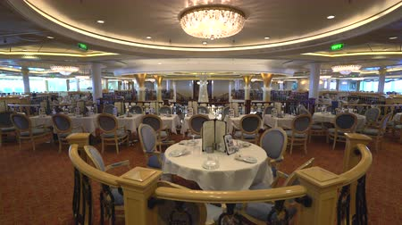 бортовой : Elegant restaurant interior. Cruise ship dining room - Royal Caribbean Стоковые видеозаписи