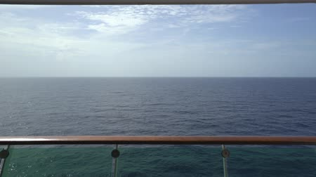 еж : Ocean view from a cruise liner balcony - sliding shot Стоковые видеозаписи