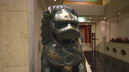 antiquities : Chinese lion statue - sliding shot