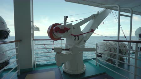 korkuluk : Crane and rescue boat on a cruise ship deck - open deck sea view