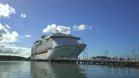 еж : Cruise ship in Caribbean port at Antigua - Royal Caribbean Стоковые видеозаписи