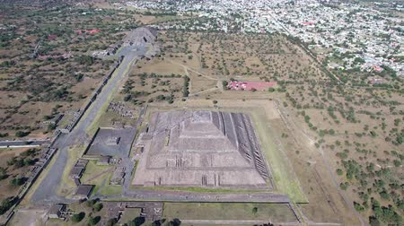 azték : Aerial view of Teotihuacan, aztec pyramid - Mexico City Stock mozgókép