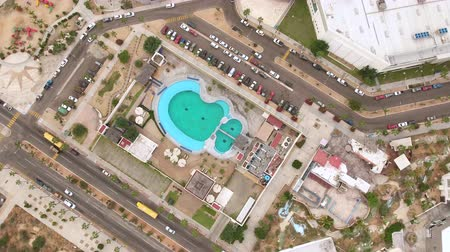 delfín : Aerial shot of sea aquarium, dolphin petting. Dolphins in captivity - Mexico Dostupné videozáznamy