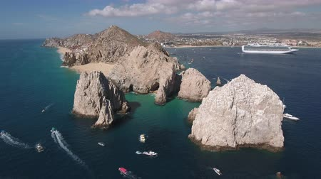 arco : Aerial shot of El Arco arch. Cliffs and rocks - Cabo San Lucas, Mexico Stock Footage