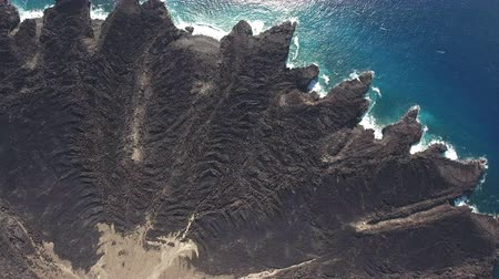 požehnat : Aerial shot of volcano, cooled lava flow and Ocean - San Benedicto, Mexico Dostupné videozáznamy