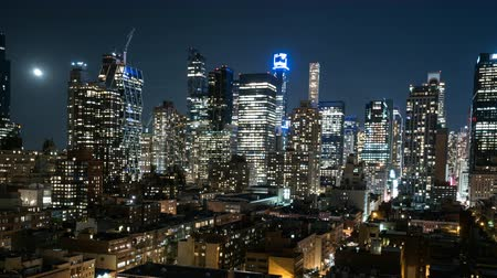 imparatorluk : Panning time lapse of New York city skyscrapers at night Stok Video