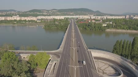 маргарита : Aerial shot of Budapest, Hungary - Arpad bridge, Danube river