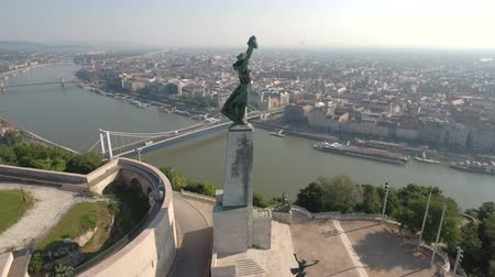 наивысший : Aerial shot of the Budapest Citadell and Liberty statue on Gellert Hill, Hungary