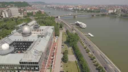 pólos : Aerial shot of Budapest - ELTE University and Danube river, Hungary Stock Footage