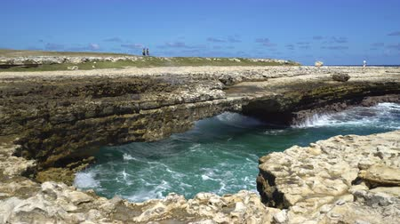 모서리 : Waves washing on rocks at Devils Bridge - Caribbean, Antigua