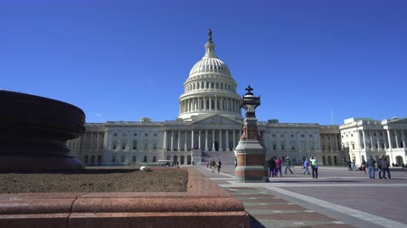 правительство : Capitol building, slider shot - Washington DC Стоковые видеозаписи