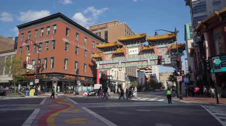 chinatown : Washington Street-straatscène, Chinatown-poort Stockvideo