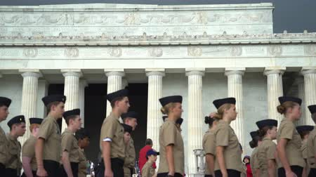 столбцы : Military ceremony in Abraham Lincoln Memorial - Washington DC