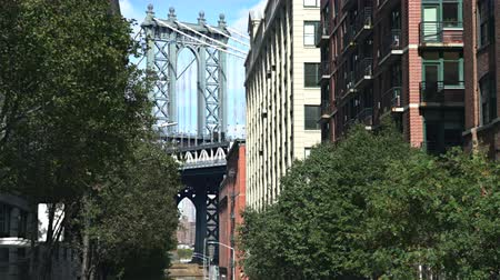 süspansiyon : Manhattan bridge, view between the buildings - New York, Brooklyn