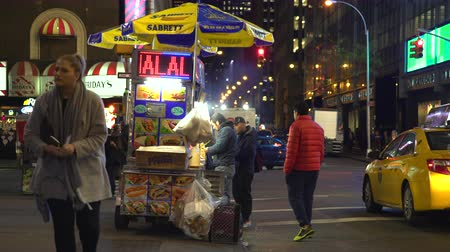 kebab : New York City hot dog stand, street food car at night - Manhattan