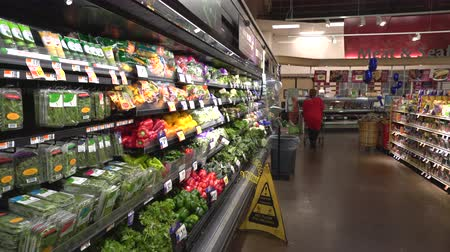 hűtőgép : Woman shopping in grocery store, supermarket. Food on the shelf - United States