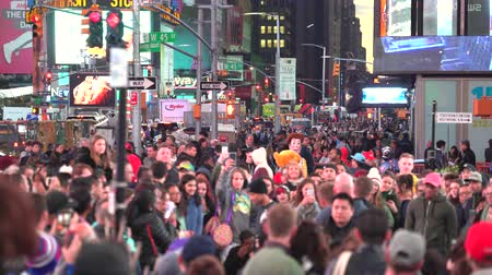 messe : Foule de gens sur Time Square la nuit - New York City, Manhattan