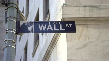 Бродвей : Wall street sign, slider shot - New York City, Manhattan