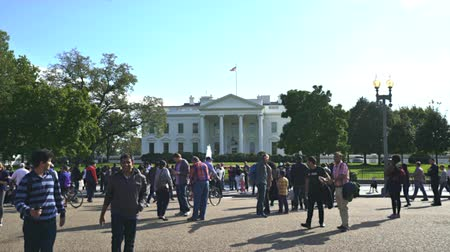 lafayette : Crowd of tourists at White House north lawn - Washington DC Stock Footage
