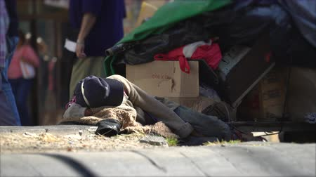 kalhoty : Homeless people lying on the street - Mexico City, Mexico