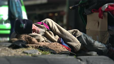 hazugság : Homeless people lying on the street - Mexico City, Mexico