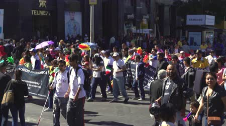 zmiany : Crowd of people demonstrating on Mexico City Street