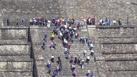 pyramida : Teotihuacan moon pyramid with climbing tourists - Mexico City