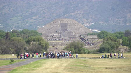 azték : Teotihuacan moon pyramid - Mexico City Stock mozgókép