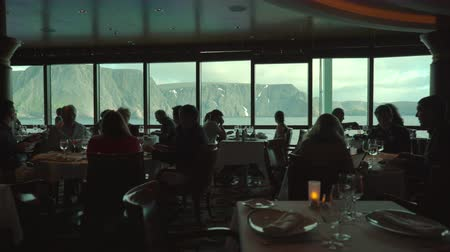 бортовой : Sea view from a cruise ship restaurant - silhouettes in the foreground Стоковые видеозаписи