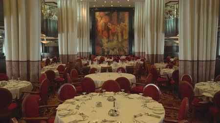 бортовой : Elegant, stylish restaurant interior - dining room in the cruise ship
