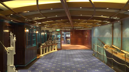 travelling : Cruiseschiplounge en bar - interieur aan boord Stockvideo