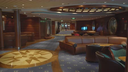 бортовой : Elegant lounge and bar interior in a cruise ship Стоковые видеозаписи