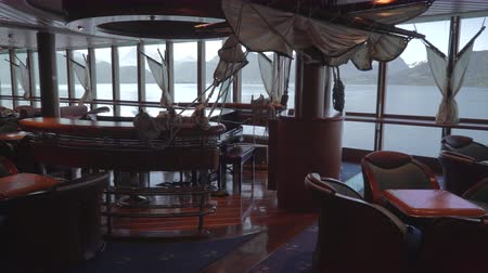бортовой : Cruise ship lounge and bar - onboard interior