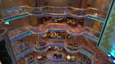 бортовой : Cruise ship lounge and atrium bar - luxury onboard interior Стоковые видеозаписи
