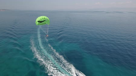 padák : Aerial view of parasailing