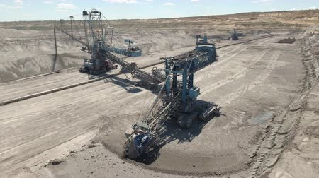 carvão gigante : Aerial view of bucket wheel excavator in a lignite open pit mine Stock Footage