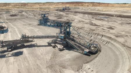 taş ocağı : Aerial view of bucket wheel excavator in a lignite open pit mine Stok Video