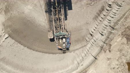důl : Aerial view of bucket wheel excavator in a lignite open pit mine Dostupné videozáznamy
