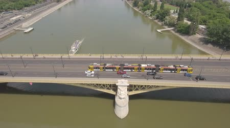 маргарита : Aerial view of bridge with tramcar - Margaret bridge, Budapest, Hungary