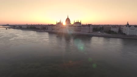 parlamento : Aerial view of Hungarian Parliament at sunrise - Budapest, Hungary
