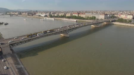 budapeste : Aerial shot of Budapest - Danube river and Petofi bridge, Hungary Vídeos