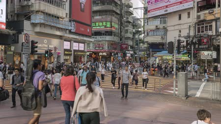congested : Timelapse shot of crowded shopping street in Hong Kong - October 2018: Hong Kong, China Stock Footage