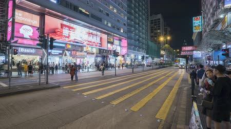 hong kong : Timelapse shot of crowded shopping street, pedestrian crossing in Hong Kong at night - October 2018: Nathan road, Hong Kong, China Stock Footage