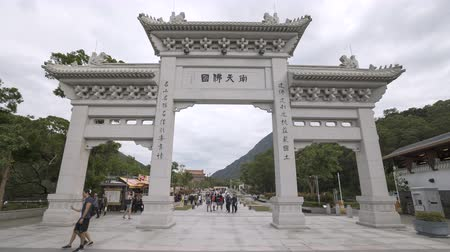 Chinese Gate to the Po Lin Monastery and Tian Tan in Ngong Ping - October 2018: Lantau Island, Hong Kong, China Dostupné videozáznamy