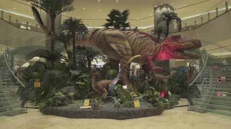 obnovit : T rex, Tyrannosaur, dinosaur inside the hotel lobby - October 2018: Macau, China