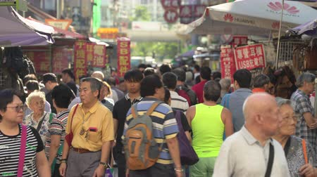 kerület : Crowded market, street view in Hong Kong. Busy Fa Yuen street market - October 2018: Hong Kong, China