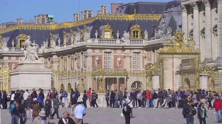 Crowd of tourists at Versailles palace. Head main entrance - September 2018: Versailles, France Dostupné videozáznamy